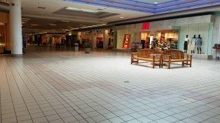 photo inside Phillipsburg Mall