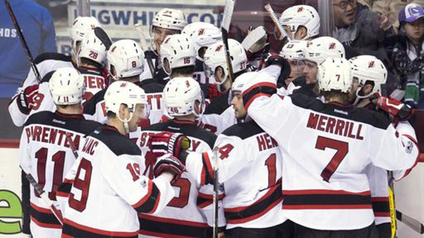 Devils-Canucks-Hockey_Carl