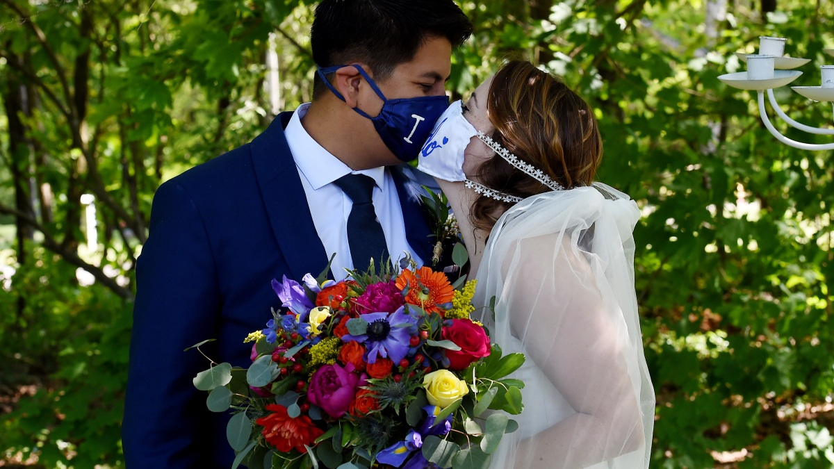 Lawns Are the New Wedding Venue in the Age of Coronavirus ...
