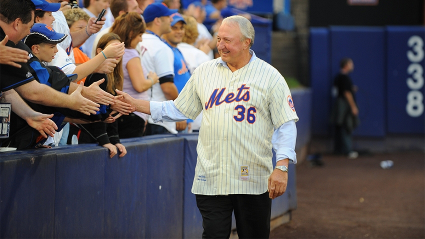 Former Mets player Jerry Koosman #36 greets fans