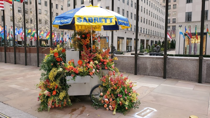 Mustard, Sauerkraut … and Tulips? Hot Dog Carts Decked Out for Valentine's Day