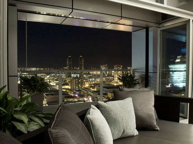 Luxe---Sofa.Skyline