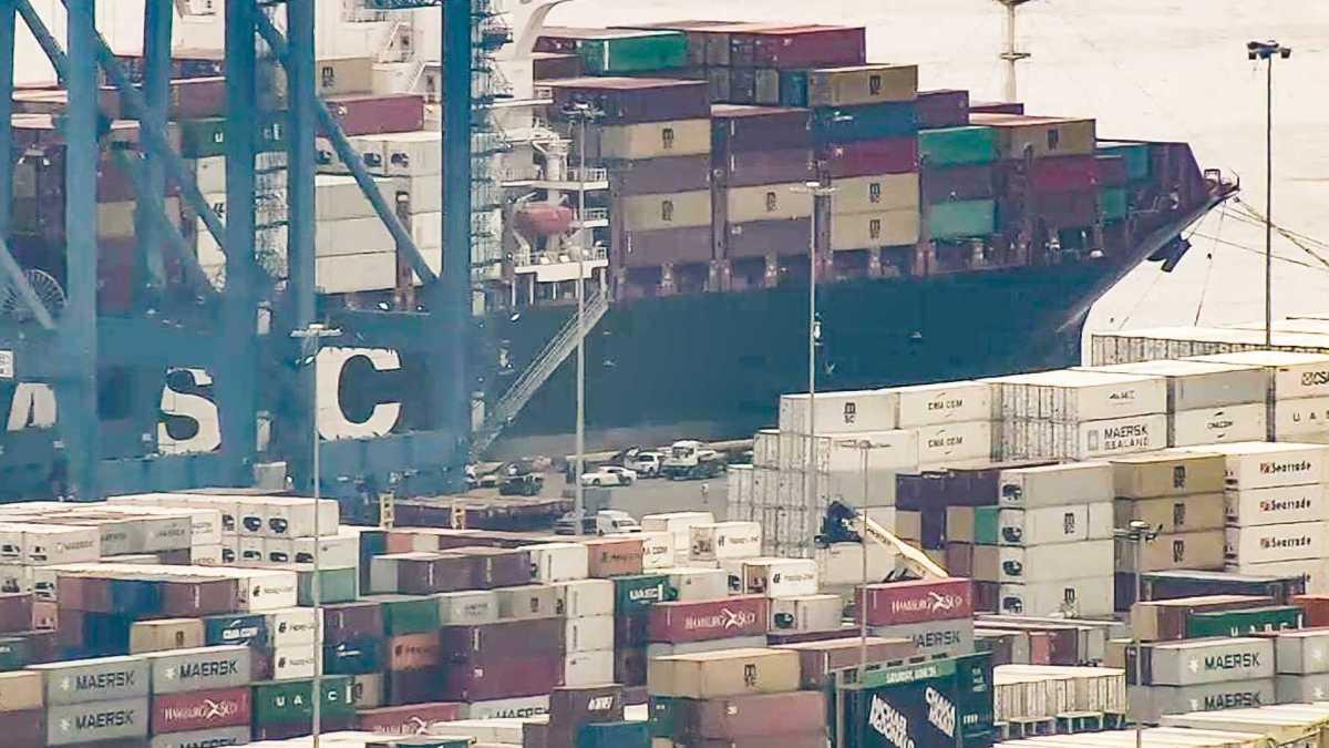 Largest Cargo Ship >> 15,500 Kilos of Cocaine, Worth $1 Billion Officials Say, Seized at Philadelphia Port; Crew ...