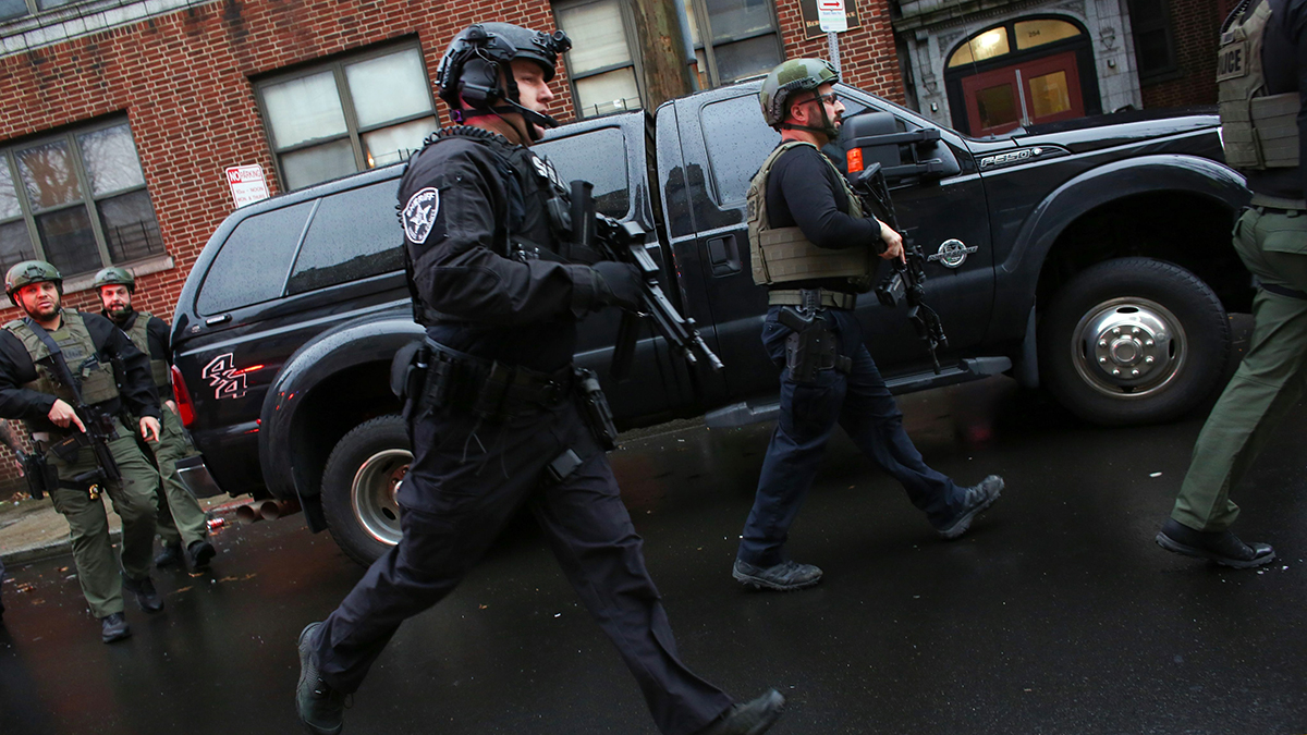 Officer 3 Civilians And 2 Suspects Dead In Jersey City Shootout Nbc New York