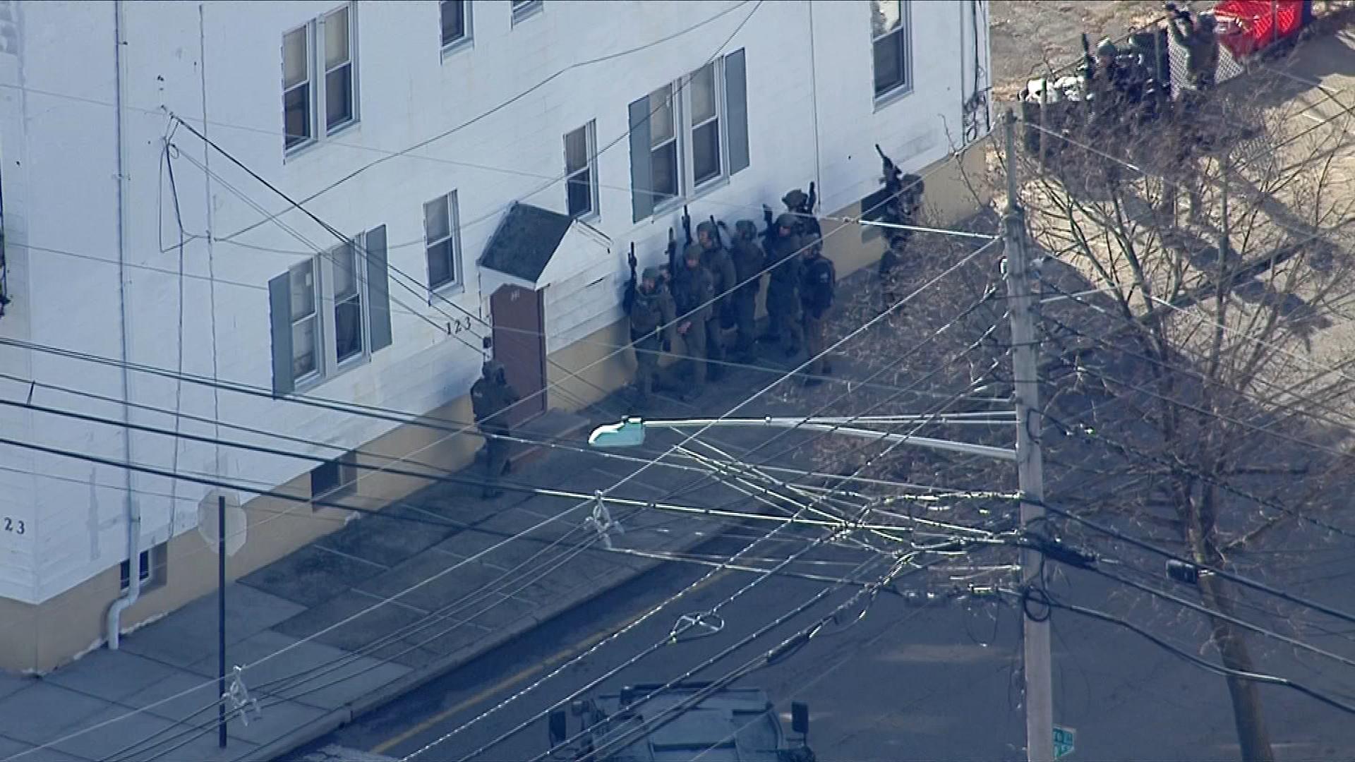 Cops Storm Building In Garfield New Jersey Nbc New York