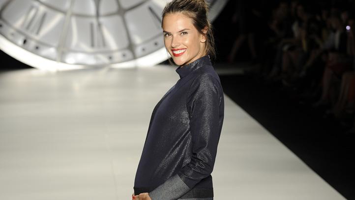 alessandra-ambrosio-pregnant-brazil-runway-lead
