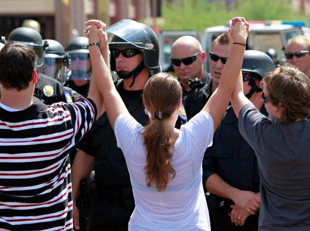 arizona protest-640