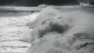 big_waves1