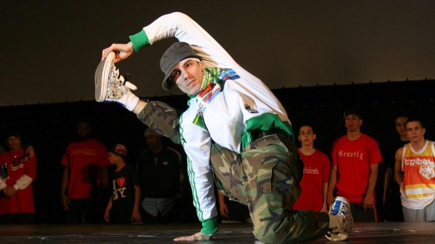 012909 breakdancer - NYC