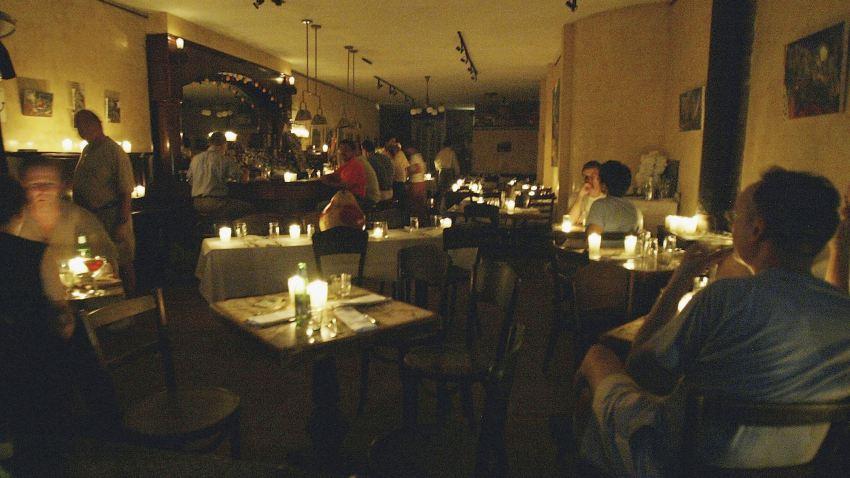 03 05 09 Brooklyn restaurant candles