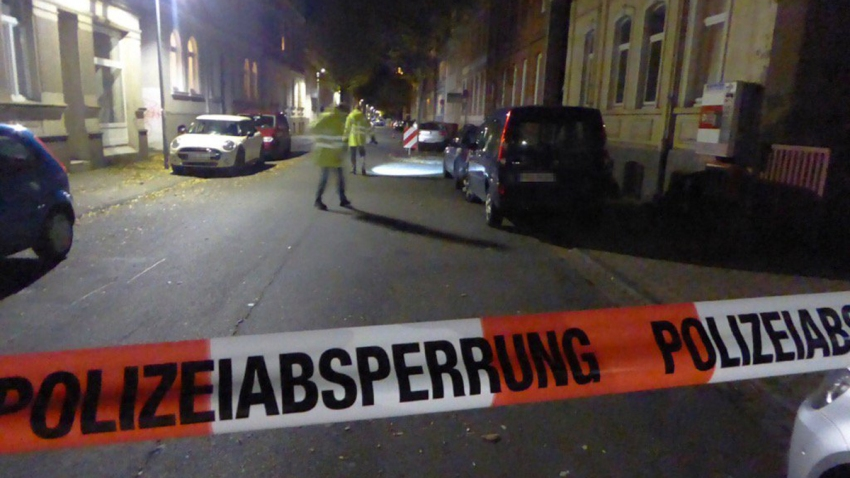 hamelin-germany-police-dragged-neck