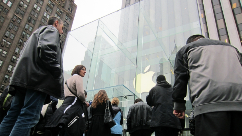 ipad-release-store-entrance