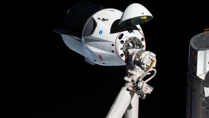 iss058e027464-NASA-SpaceX-Crew-Capsule-
