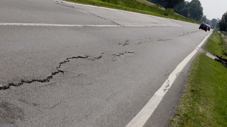 italy quake road