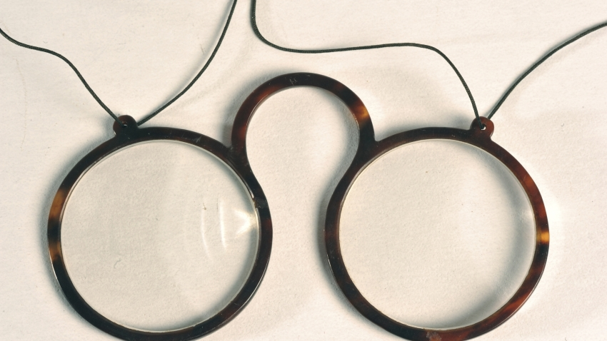 oldest eyeglasses