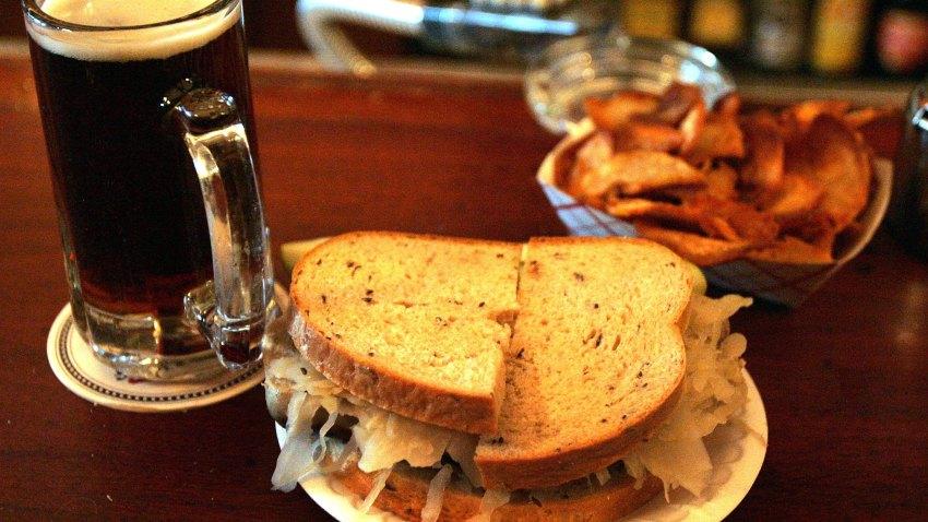 010409 Sandwich Beer