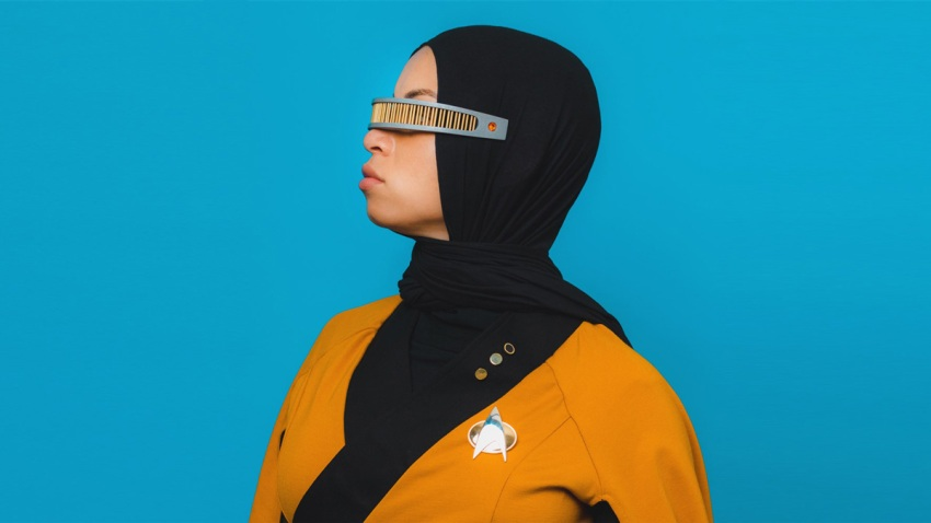 trekkiestar-trek-fan-adds-hijab-to-uniform-today-main-190724_92c86ff2b326fe59f15147491fc50b51.fit-2000w