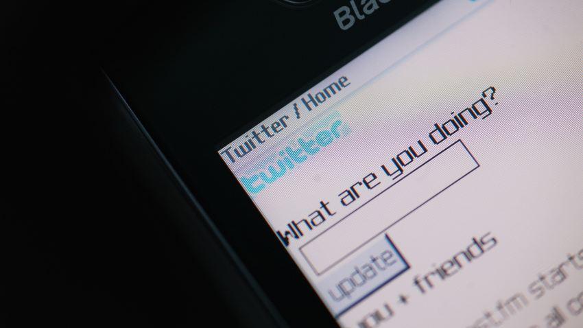 05 01 09 Twitter cellphone