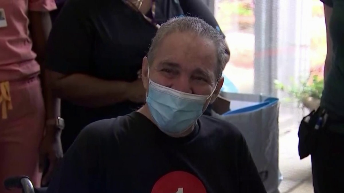 'Miracle' COVID-19 Survivor Finally Leaves NYC Hospital After 128-Day Fight for His Life