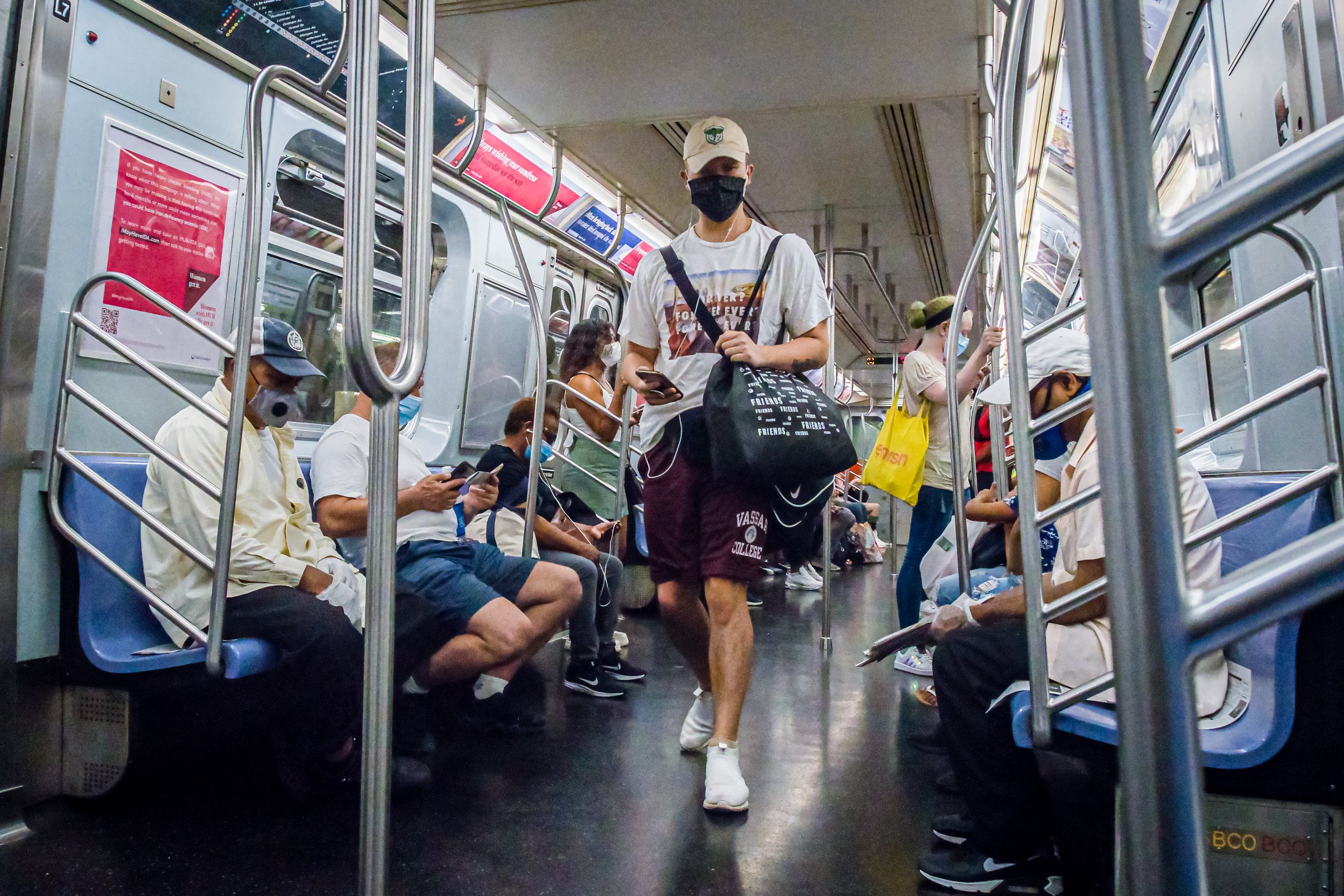 TLMD mascarillas subway 91420 GettyImages 1227805388.'