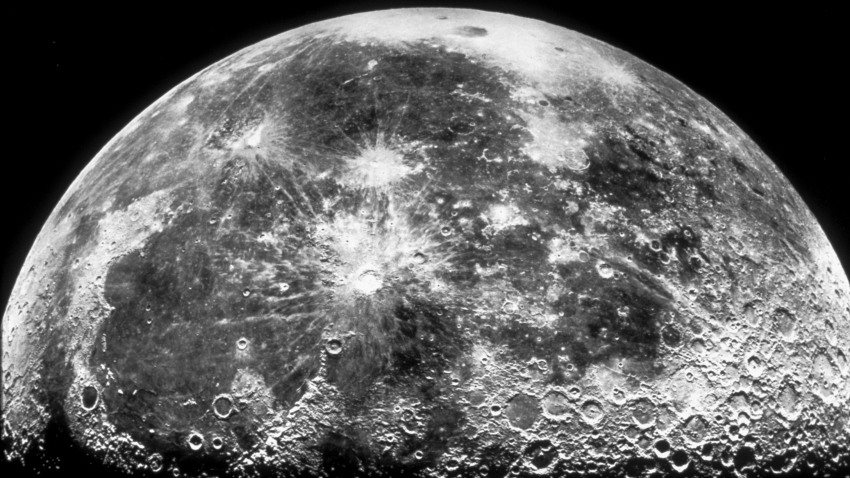 Southward oblique view of Mare Imbrium and Copernicus crater on the surface of the moon