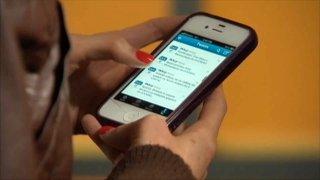 A person scrolls through Twitter.