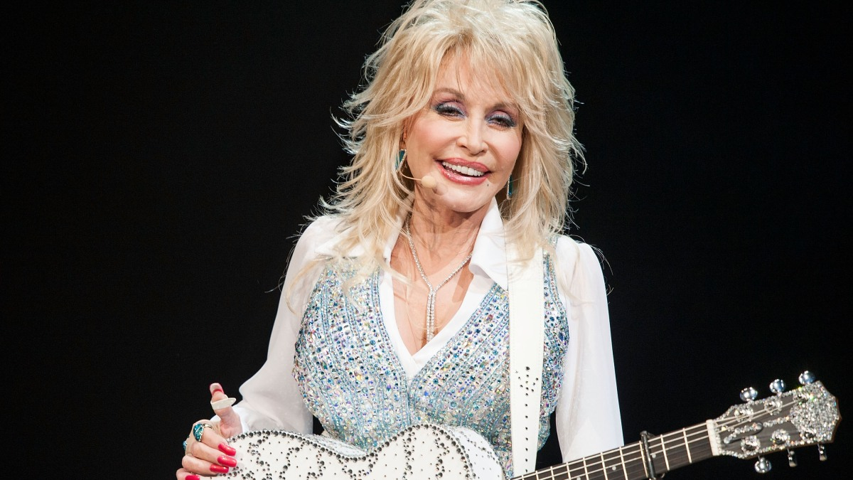 Dolly Parton Shares Photo of Her 'Real Hair,' Reflects on Love of Wigs ...