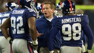 Giants head coach Jim Fassel huddles with Michael Strahan and Jesse Armstead in 2000
