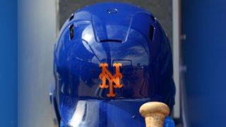 New York Mets helmet and bat