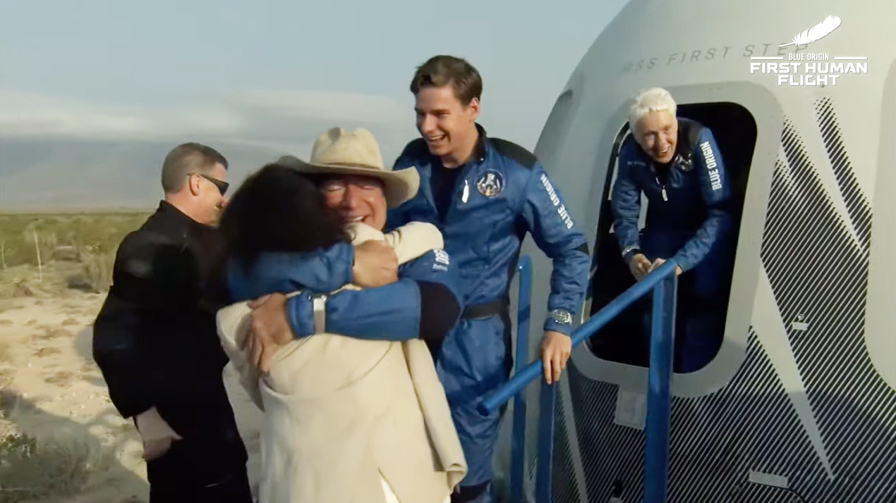 Jeff Bezos' Blue Origin Reaches Space on 1st Passenger Flight