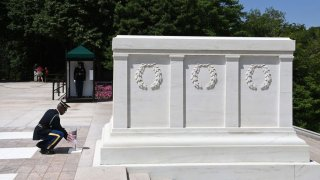 tomb of the unknown soldier arlington