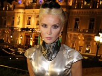 Daphne Guinness Tackles Her Dressing Habits, McQueen at FIT