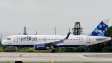Man Removed From JetBlue Plane to NYC Bit Others: Passengers