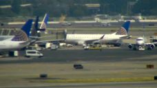 United Evacuates Passengers from Plane in Newark
