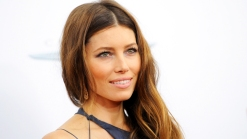 """Jessica Biel Stuns at """"Playing For Keeps"""" Premiere"""