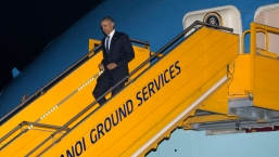 President Obama Arrives in Hanoi, Vietnam
