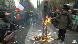 Mass Strike Over Pensions Shuts Down Paris