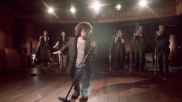 """Red Nose Day: Dinklage Stars in """"GoT"""" Musical"""