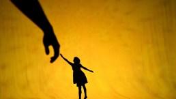 10 Impressive Shadow Theatre Creations from Pilobolus