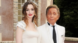 Anne Hathaway Will Host Launch of Valentino's Virtual Museum