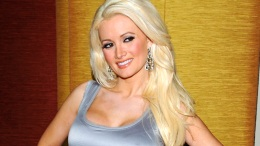 Celebrity Baby Bumps: Holly Madison