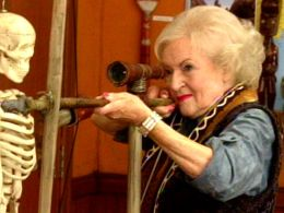 Betty White Kicks Butt on 'Community' Season Premiere