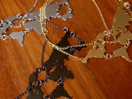 Design Glut's World Links Necklace