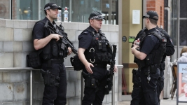 More Suspects Arrested in UK Bombing as Campaign Resumes