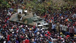 Scores of Zimbabweans in Capital Demand Mugabe Step Down