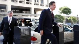 Manafort Ordered to Jail Pending Trial in Russia Probe