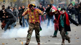 Protesters, Police Clash at Global Climate Rally in Paris