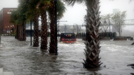 Florida Opens Up Hotel Rooms, Ports to Florence Evacuees