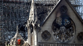 France Holds Daylong Tribute to Notre Dame Firefighters