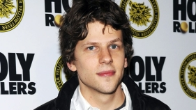 """The Social Network"" Star Jesse Eisenberg: I Don't Use Facebook"